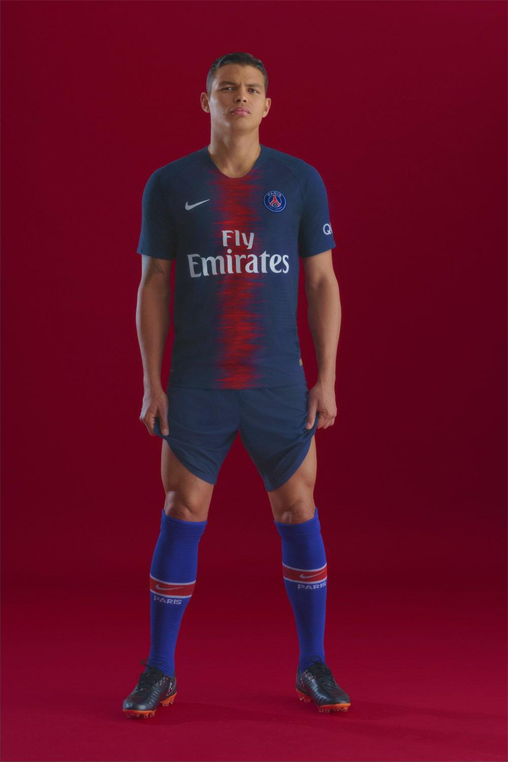 437cf2422fbef8 Shorts and socks in the same color as the shirt complete the Paris Saint-Germain  18-19 home kit.