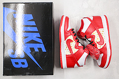 Sneakers By Nike X Supreme Dunk High Pro SB Red Stars